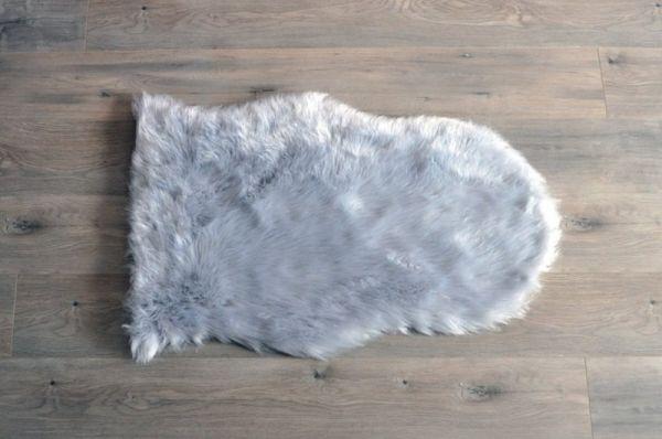 Kroma Carpets - Kunstlammfell Pelt hellgrau